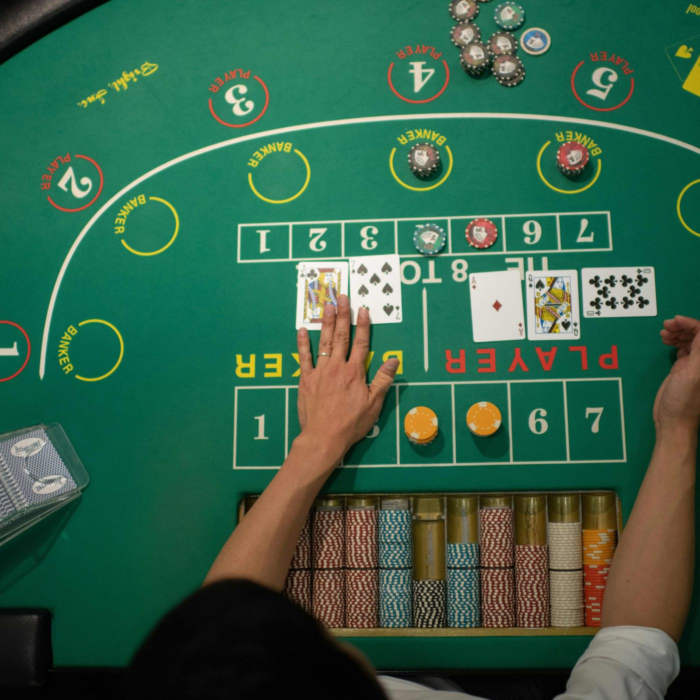Decide to use the gamble button to win a combination of games in online casinos