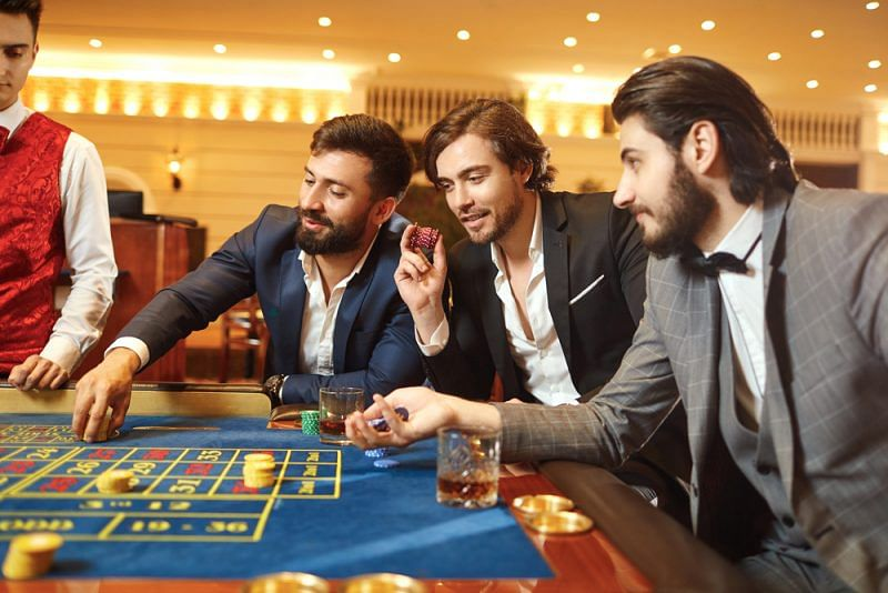 Online poker games give the best future to the youngsters